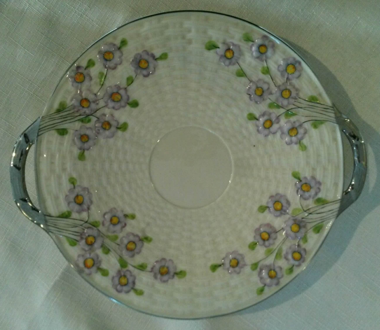 Painted Daisy pattern on Shamrock Bread Plate Third Mark